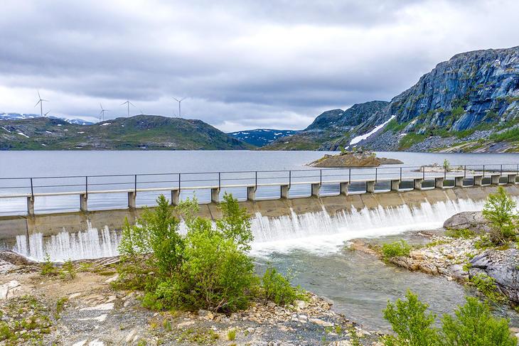 Nordkraft forventer overløp på Jernvassdammen snart. Her fra i fjor. Det gjelder også Nygårdsdammen og i Sørfjord. Foto: Tomas Simonsen