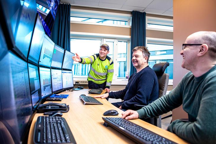 Energioperatør Thomas Sørslett, produksjonsplanlegger Tore Schjelderup og leder for driftssentralen Trond Bjarne Framvik. Foto: Michael Ulriksen.