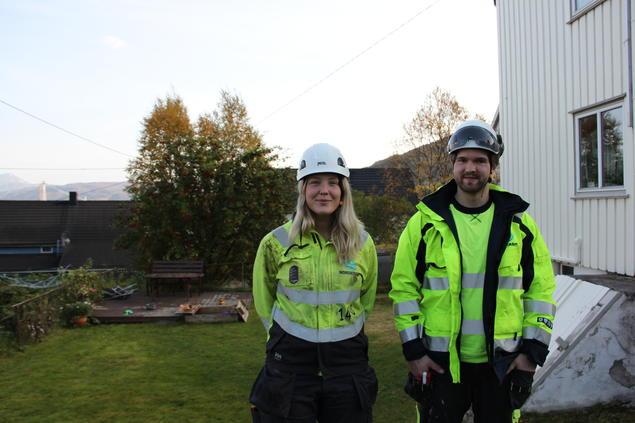 Hanna Bendiksen og Lasse Kjelland er blant de som skal få luftlinjene gravd ned som kabler i bakken.