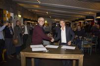 Skrev historie: På en ledersamling torsdag signerte direktørene i Ballangen Energi og Nordkraft den historiske avtalen.