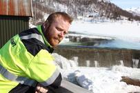 Stasjonsleder Tord Eidstø ved dammen på Nervatnet i Håkvikdalen