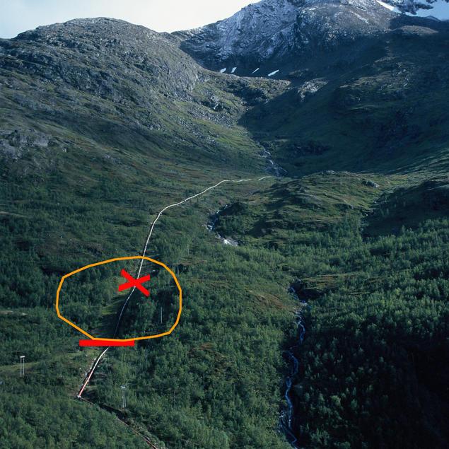Markering av lekkasje i røret mellom Forsnesvann og Taraldsvik kraftverk.